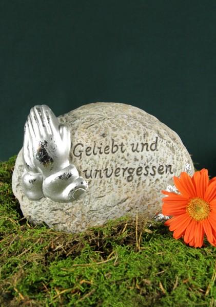 """Stein mit betenden Händen """"Geliebt und unvergessen"""""""